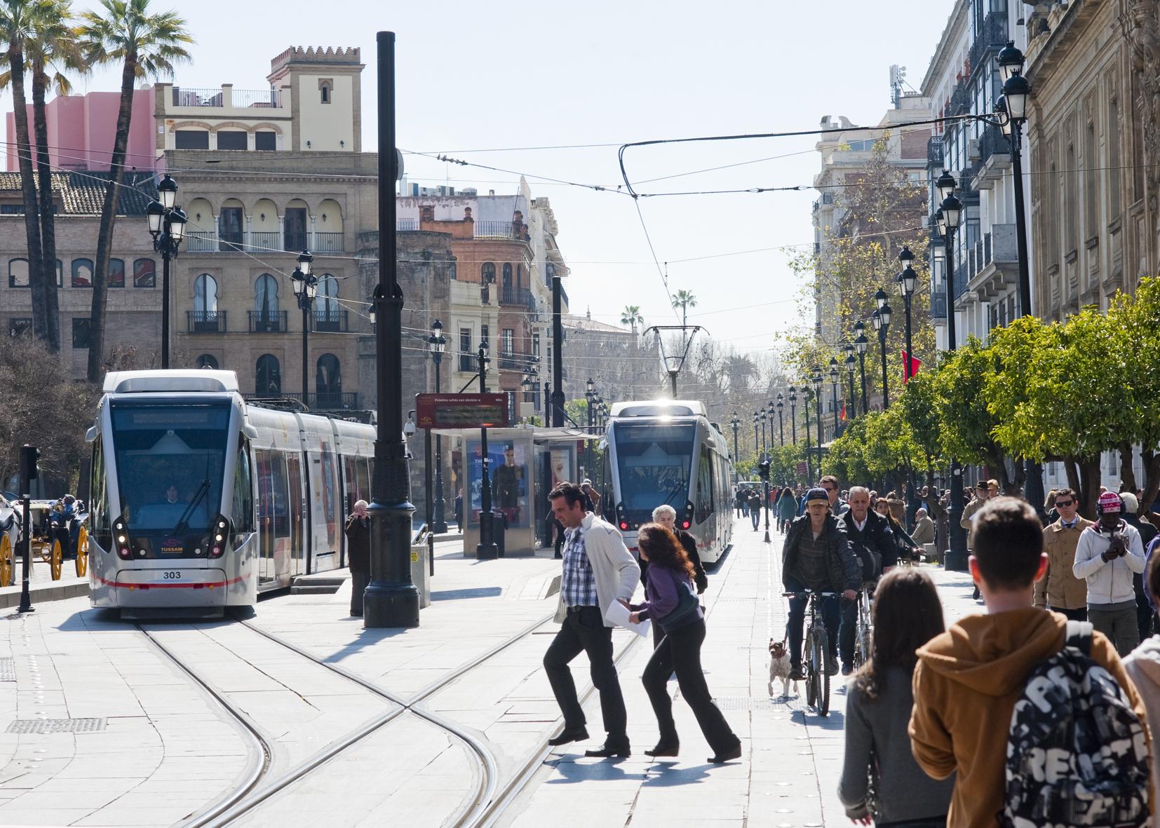 las soluciones de movilidad deben buscar un entorno más humano (Metrocentro en Avda. Constitución, Sevilla)