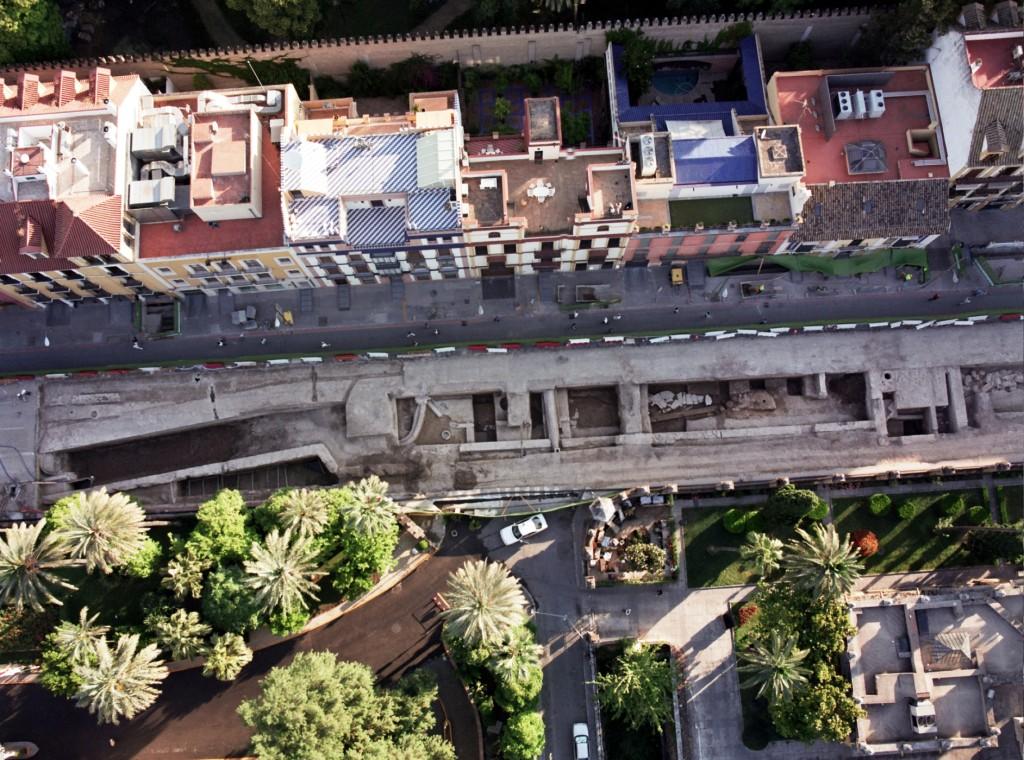 Vista aérea de la excavación en la calle San Fernando. Una de las actuaciones más relevantes en materia arqueológica que se realizaron durante la construcción de Metro de Sevilla.