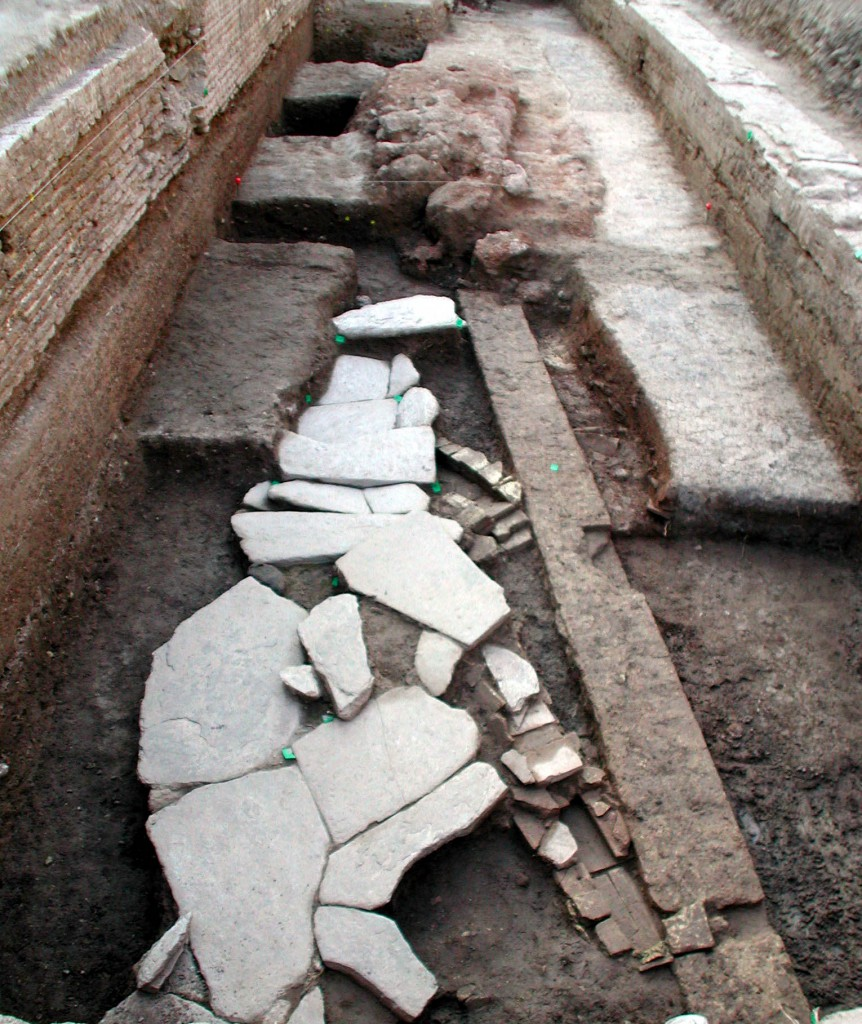 Detalle de la calzada romana que unía la zona urbana con el Puerto.