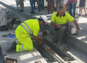 Nivelación de los carriles y fijación para poder colocar el molde sin que se produzcan fugas.