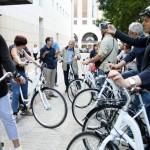 Técnicos especialistas en movilidad sostenible participan en una ruta ciclista por Sevilla